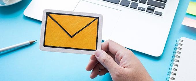 busta lettera gialla