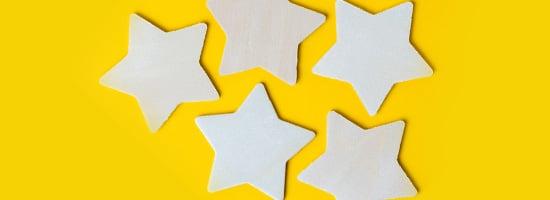 stelle su sfondo giallo